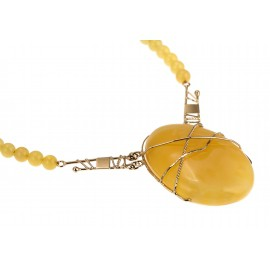 Magnificent necklace of gold and amber