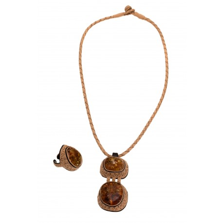 Leather jewelry set decorated with amber
