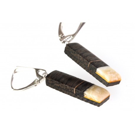 Earrings with wood and amber