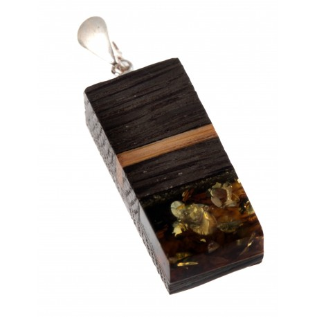 Necklace with wood and amber