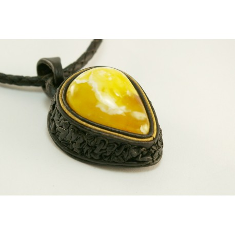 "Natural skin necklace with white amber ""Rytinė kava"""