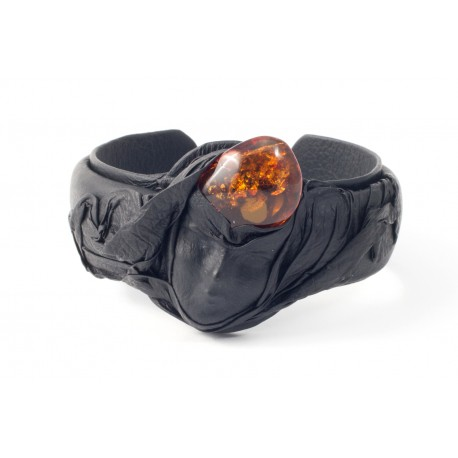Black gloom leather bracelet with cognac-colored amber