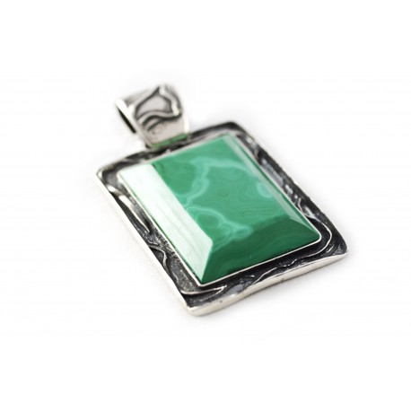 Unique silver pendant with malachite