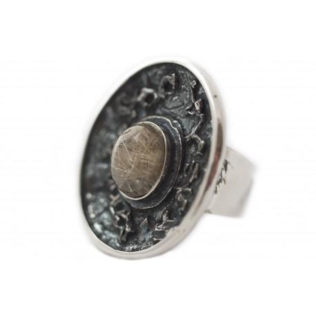 Unique silver ring with quartz