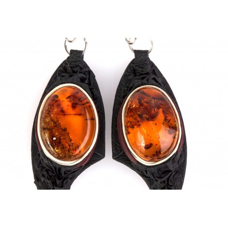 Black and cherry-colour leather earrings with clear amber