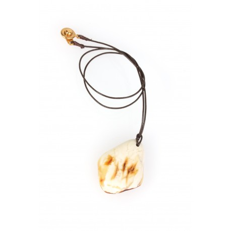 Necklace with amber on a leather string