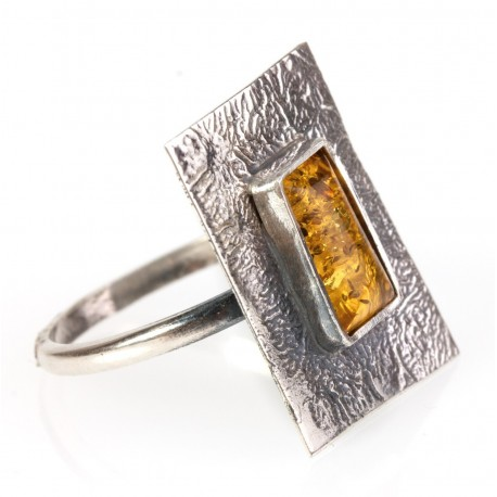 Forged silver ring with lemon-colour amber