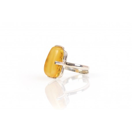 Silver ring with the yellow amber eye