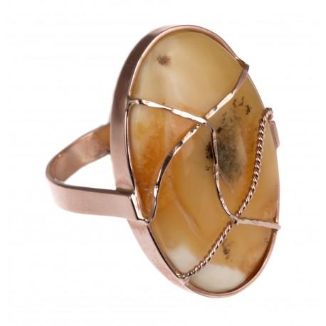Aukso gijomis puoštas žiedas su gintaru