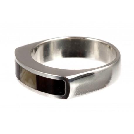 Sidabrinis žiedas su dviejų spalvų gintaru