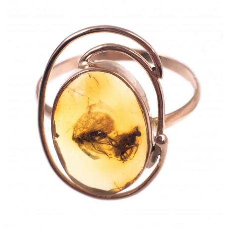 Auksinis žiedas su gintaro inkliuzu