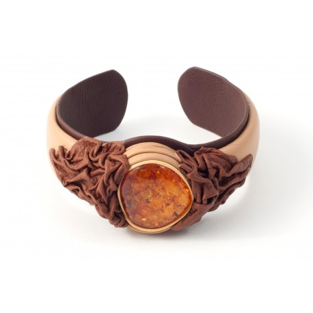 Creamy colour bracelet decorated woth brown leather ornament and transparent cognac-coloured amber