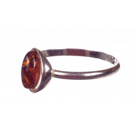 Sidabrinis žiedas su skaidriu gintaru
