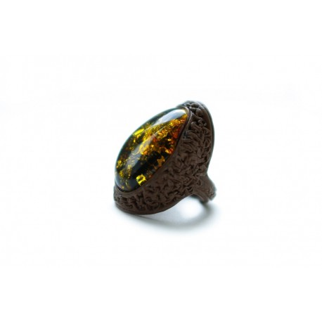 "Brown leather ring with ""scaly"" greenish-brown amber"