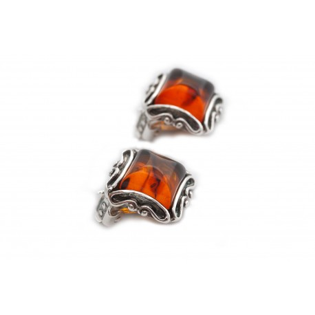 Square clips with clear cognac-colored amber