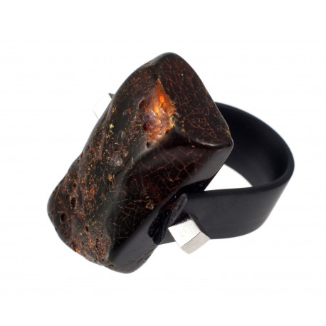 Amber ring with caoutchouc