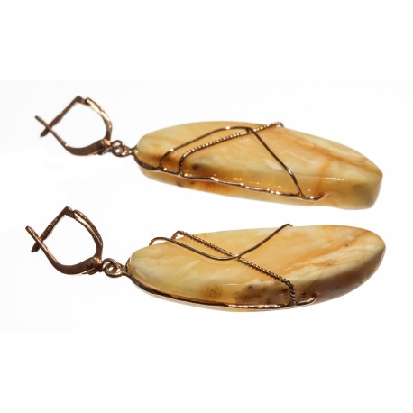 Amber earrings decorated with gold